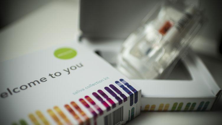 Une illustration d'un kit de prélèvement pour un test ADN, à Washingtonaux Etats-Unis, le 19 décembre 2018. (ERIC BARADAT / AFP)