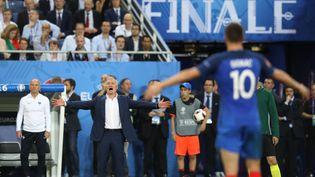 Didier Deschamps, le sélectionneur de l'équipe de France, le 10 juillet 2016 à Saint-Denis (Seine-Saint-Denis), lors de la finale de l'Euro 2016 perdue contre le Portugal. (VALERY HACHE / AFP)