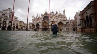 La place Saint-Marc inondée, à Venise, le 15 novembre 2019. (FILIPPO MONTEFORTE / AFP)