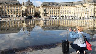 Place de la Bourse, à Bordeaux, en septembre 2017. (NICOLAS TUCAT / AFP)