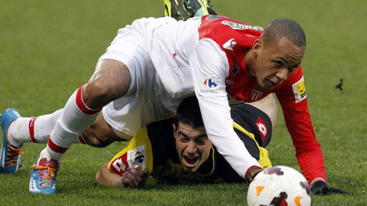 Le Monégasque Fabinho passe au-dessus d'Alexis Soudain, le défenseur de Chasselay