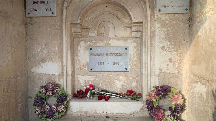 La tombe de François Mitterrand à Jarnac, Charente. (MATHILDE VINCENEUX / RADIOFRANCE)