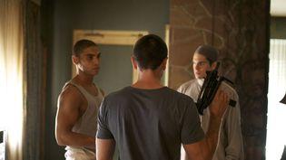 """Nassim Si Ahmed (G), François Civil (D) et Dimitri Storoge (de dos), dans le film """"Made in France"""", de Nicolas Boukhrief. (PRETTY PICTURES)"""