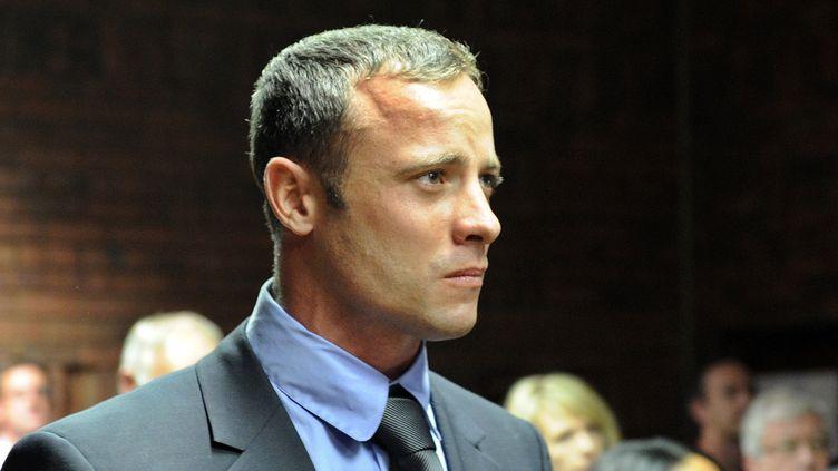 L'athlète Oscar Pistorius, au tribunal de Pretoria (Afrique du Sud), le 19 février. (STEPHANE DE SAKUTIN / AFP)