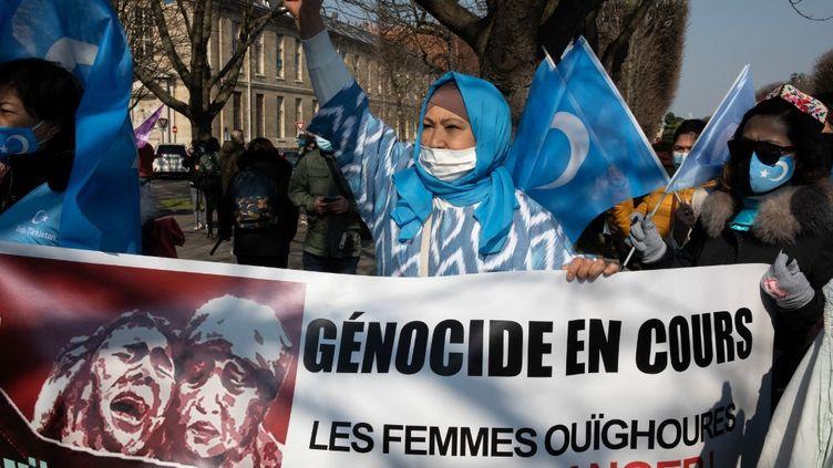 L'Union européenne sanctionne la Chine, qui réplique — Ouïghours