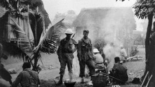 Des militaires français lors de la répression de l'insurrection à Madagascar, en 1947. (AFP)