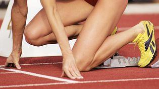 Une femme sur une piste d'athlétisme. (Photo d'illustration) (MAXPPP)
