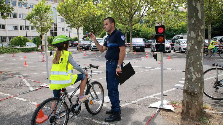 Challenge municipal de la prévention routière organisé par la police, la maire d'Annecy (Haute-Savoie) et les écoles, le 18 juin 2014. (MAXPPP)