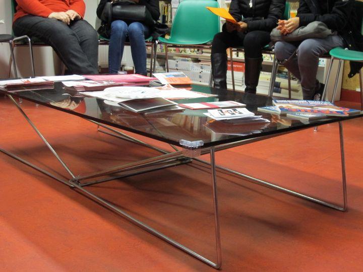 Les conseillères du Planning familial animent des réunions d'informations sur la contraception plusieurs fois par semaine. (TATIANA LISSITZKY / FRANCETV INFO )