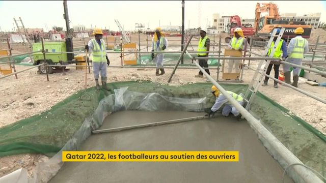 Qatar 2022 : des footballeurs défendent les droits des ouvriers