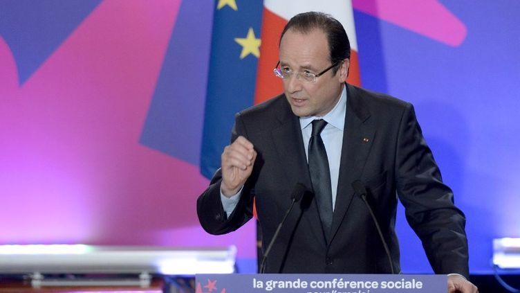Le président de la République, François Hollande, lors de son discours prononcé dans le cadre de la conférence sociale, à Paris, le 20 juin 2013. (BERTRAND GUAY / AFP)