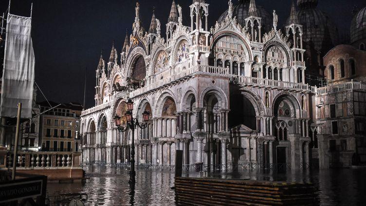 La basilique Saint-Marc de Venise sous les eaux, le 12 novembre 2019. (MARCO BERTORELLO / AFP)