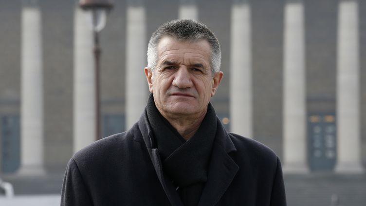 Jean Lassalle,député des Pyrénées-Atlantiques devant l'Assemblée nationale à Paris le 18 mars 2016.  (PATRICK KOVARIK / AFP)