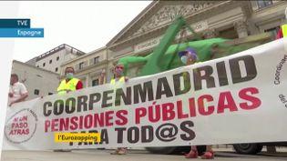 Des retraités manifestent en Espagne (FRANCEINFO)