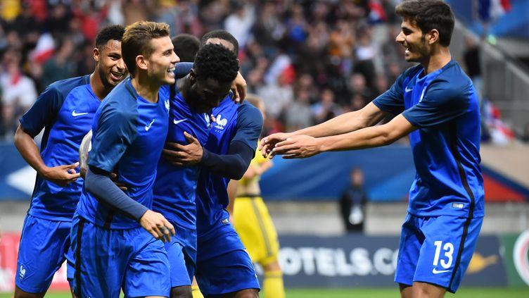 Les Bleuets exultent après le but du Stéphanois Jonathan Bamba. (JEAN-FRANCOIS MONIER / AFP)