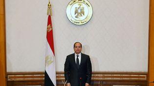 Le président égyptienAbdel Fattah al-Sissi observe une minute de silence en mémoire des victimes des deux attentats commis contre des églises coptes, dimanche 9 avril 2017, à l'occasion d'une réunion avec les forces de sécurité. (? HANDOUT . / REUTERS / X80001)