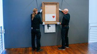 """Accrochage de """"Love Is In The Bin"""" de Banksy au Musée Frieder Burda de Baden Baden le 4 février 2019.  (Niedermüller,Thomas/actio/SIPA)"""
