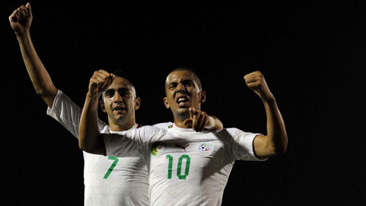 Ryad Boudebouz (à gauche) fait partie des 30 Algériens retenus par Halihlodzic, tout comme Sofiane Feghouli (à droite) (FAROUK BATICHE / AFP)