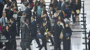File d'attente de demandeurs d'emplois aux Etats-Unis. (FRANCES M. ROBERTS / MAXPPP)