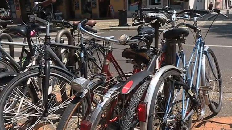 Des vélos dans la rue. (FRANCE 3)