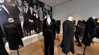 Vente aux enchères chez Christie's de la garde-robe de Zizi Jeanmaire dessinée par Yves Saint Laurent (LIONEL URMAN/SIPA)