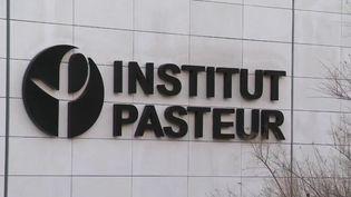 Covid-19 : l'Institut Pasteur met fin à son projet de vaccin (FRANCE 2)