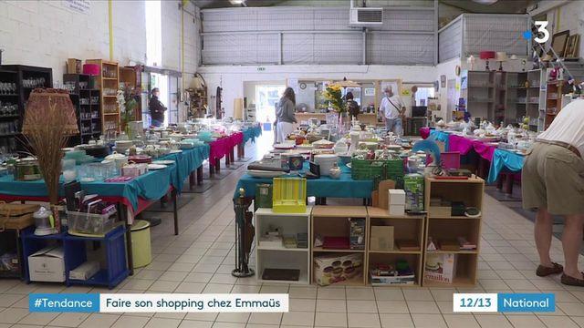 Tendance : de plus en plus de Français font leur shopping chez Emmaüs