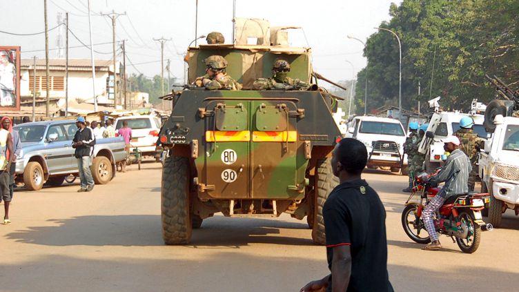Une patrouille française dans les rues de Bangui (Centrafrique), le 30 décembre 2015. (REUTERS)