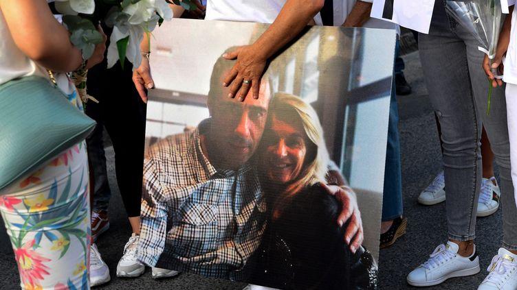 Le chauffeur de bus Philippe Monguillotest mort le 10 juillet après avoir été roué de coups alors qu'il voulait contrôler le billet d'un passager et demandait à d'autres de mettre un masque. (CAROLINE BLUMBERG / MAXPPP)