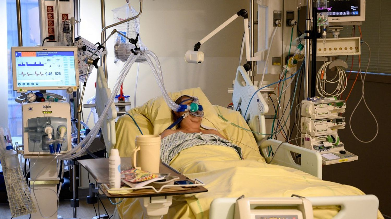 Covid-19 : les hospitalisations et réanimations restent en hausse en France - Franceinfo