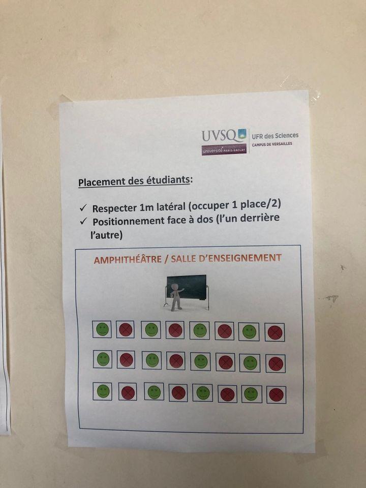 Dans l'amphithéâtre du campus des sciences de l'Université Versailles-Saint-Quentin-en-Yvelines, une place sur deux est condamnée. (ALEXIS MOREL / FRANCE-INFO)