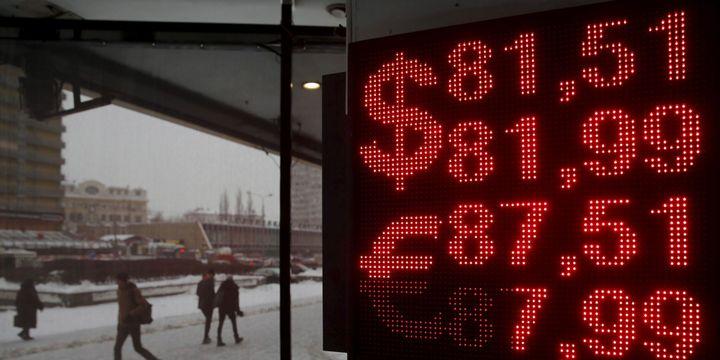 Le 22 janvier 2016, le dollar valait plus de 81 roubles, l'euro plus de 87. (Reuters / Maxim Zmeyev)