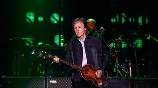 Paul McCartney sur scène le 28 novembre 2018 à la Paris-Défense Arena (U-Arena), à Nanterre, en banlieue ouest de Paris. (OLIVIER CORSAN / PhotoPQR / Le Parisien / MAXPPP)