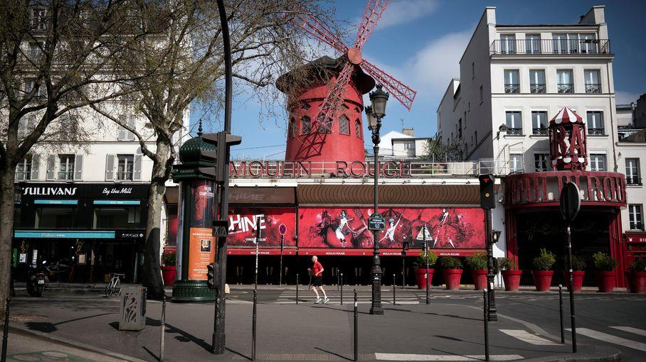 Paris : retour des festivités au Moulin Rouge