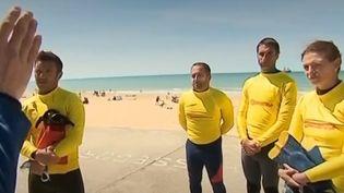 Dans les Landes, avant l'arrivée de la pleine saison, les maîtres sauveteurs s'entraînent et apprennent une nouvelle technique de sauvetage par hélicoptère. (FRANCE 3)