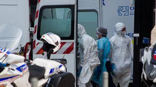 Le 29 mars, 36 patients atteints du Covid - 19 ont été transférés de Mulhouse vers la région Nouvelle Aquitaine. (LAURENT PERPIGNA IBAN / HANS LUCAS)