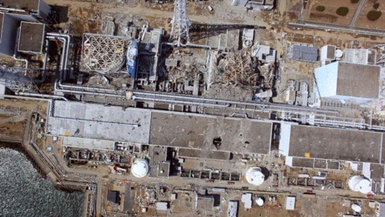 Vue aérienne de la centrale nucléaire accidentée de Fukushima (AFP - HO - AIR PHOTO SERVICE)