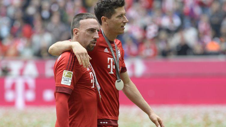 Soutenu par Robert Lewandowski, Franck Ribéry compte bien revenir au plus vite sur le devant de la scène. (CHRISTOF STACHE / AFP)