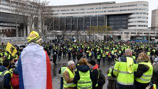 """Des """"gilets jaunes"""" se rassemblent à Bercy pour le 9e samedi de mobilisation nationale, le 12 janvier 2019 à Paris. (BERTRAND GUAY / AFP)"""