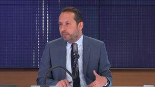"""Sébastien Chenu,porte-parole du Rassemblement national était l'invité du """"8h30franceinfo"""", mardi 8juin 2021. (FRANCEINFO / RADIOFRANCE)"""
