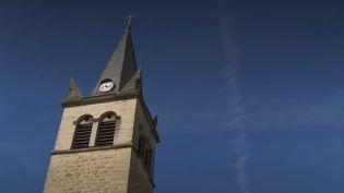 Les églises sont parfois sauvées par les habitants eux-mêmes. Exemple dans le village d'Oncieu, dans l'Ain. (FRANCE 2)