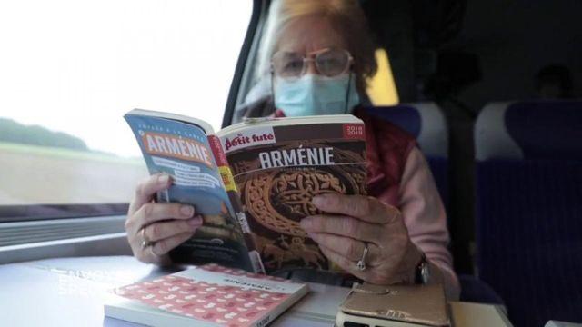 Envoyé spécial. Comment Françoise, née sous X, s'est découvert à 78 ans une famille arménienne