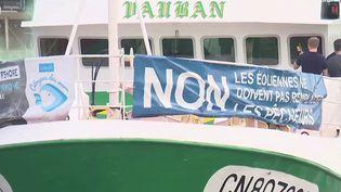 Alors que de nombreux pêcheurs ont manifesté leur mécontentement contre les parcs éoliens vendredi 24 septembre au matin, France 3 fait le point sur l'avancement des différents projets. (FRANCE 3)