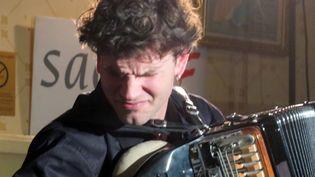 Vincent Peirani, lauréat du Prix Django Reinhard de l'Académie du Jazz, le 14 janvier 2014 à Paris  (Annie Yanbékian)