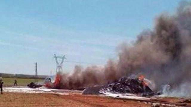 Lourd bilan après le crash d'un avion militaire