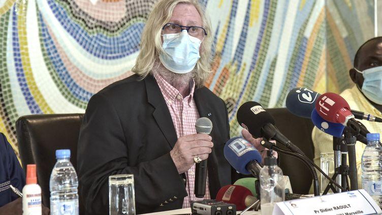 Le professeur Didier Raoult lors d'une conférence de presse à Dakar (Sénégal), le 31 mars 2021. (SEYLLOU / AFP)