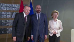 Le président turc Erdogan avec les dirigeants européens à Bruxelles (FRANCEINFO)
