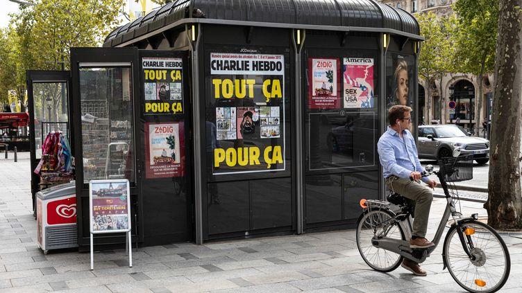 Le numéro de Charlie Hebdo avec les carricatures du prophète Mahomet, publié le mercredi 2 septembre, jour de l'ouverture du procès des attentats de janvier 2015. (CHRISTOPHE MORIN / MAXPPP)