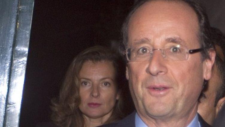 Valérie Trierweiler et François Hollande le soir de sa victoire à la primaire PS (JOEL SAGET/ AFP)