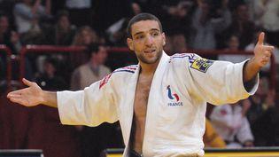 Larbi Benboudaoud a remporté le Tournoi de Paris en février 2003 au Palais Omnisports de Paris-Bercy lors de la finale des moins de 66 kg. (JEAN AYISSI / AFP)